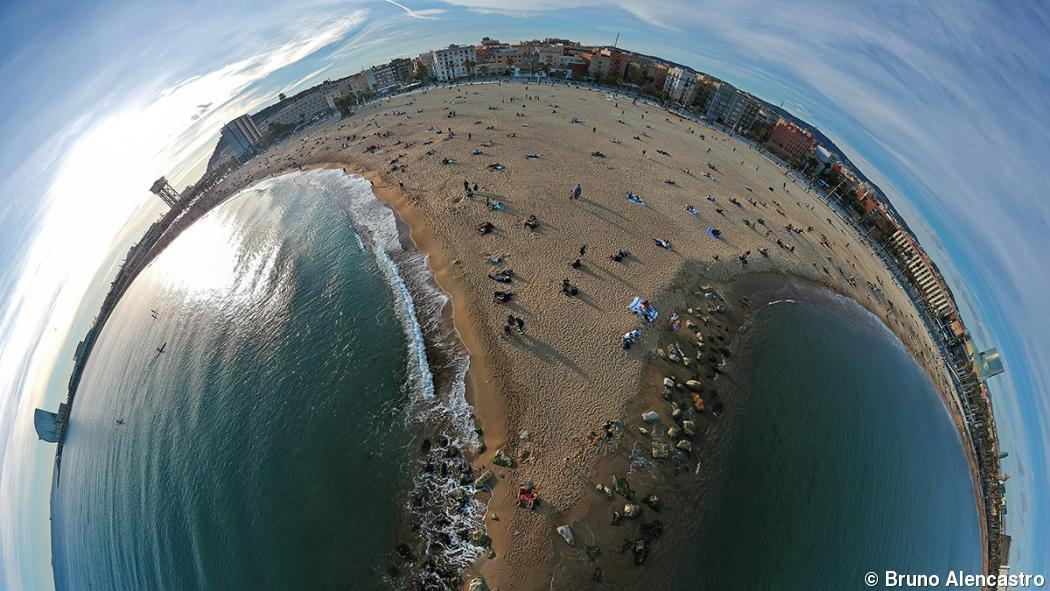 360-degree aerial series reimagines Barcelona's sights