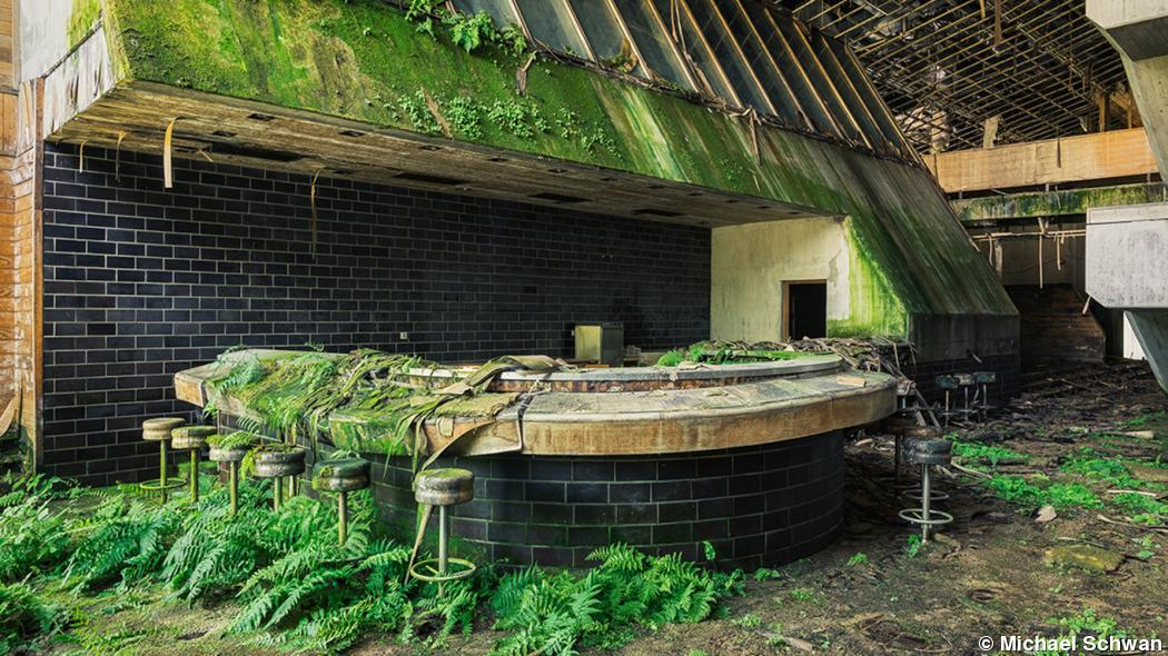 Michael Schwan documents the beauty of dilapidated buildings