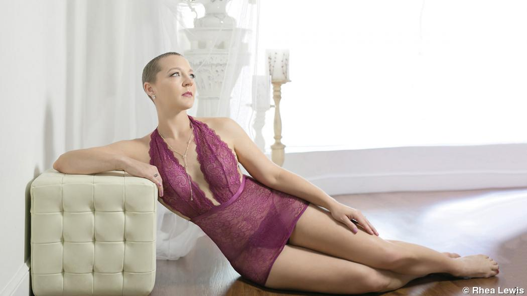 Boudoir photographer offers sessions to cancer survivors