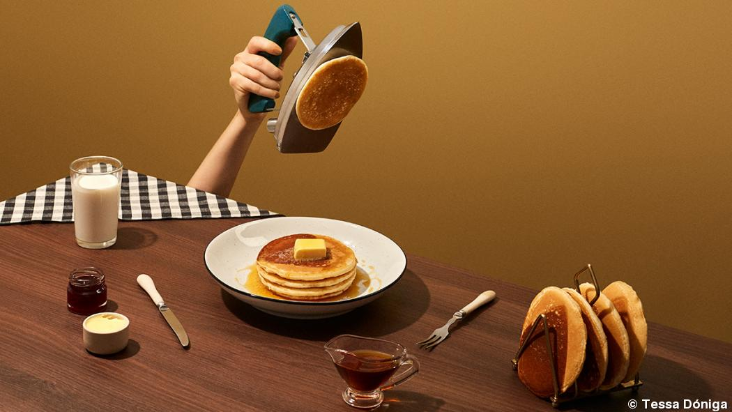 "Photographer Tessa Dóniga translates ""breakfast"""